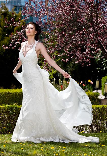 Сватбен каталог корица юли август 2013